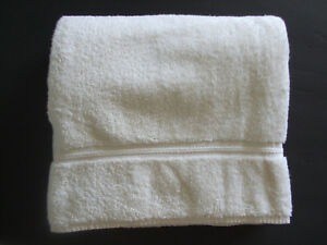 CHARISMA-BY-FIELDCREST-BEIGE-BATH-TOWEL-50X30-made-in-USA-EXCELLENT
