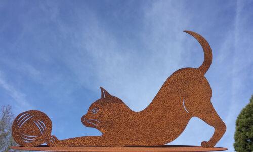 Katze mit Wolle spielend 40x23cm Rost Edelrost Gartendekoration Kater Wollknäuel