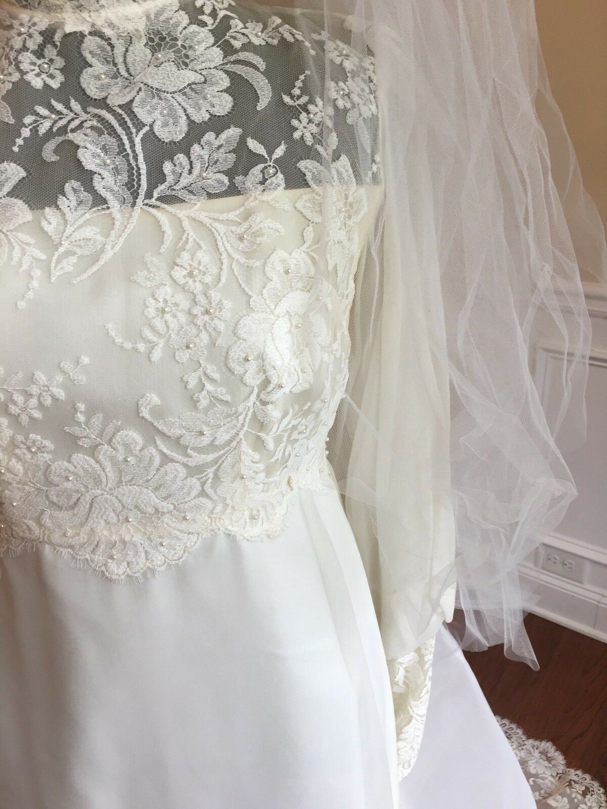 Wedding Dress Gown Complete with Lace, Veil And V… - image 5