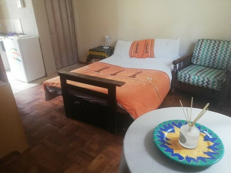 Furnished Self-catering Garden Studio Unit in quiet area of Mondeor, Johannesburg South