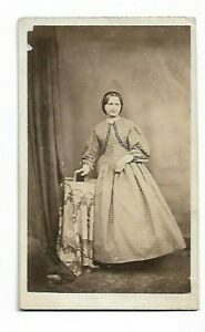 Lovely-Young-Woman-Victorian-Era-Photo-by-E-A-White-Sittingbourne-6102