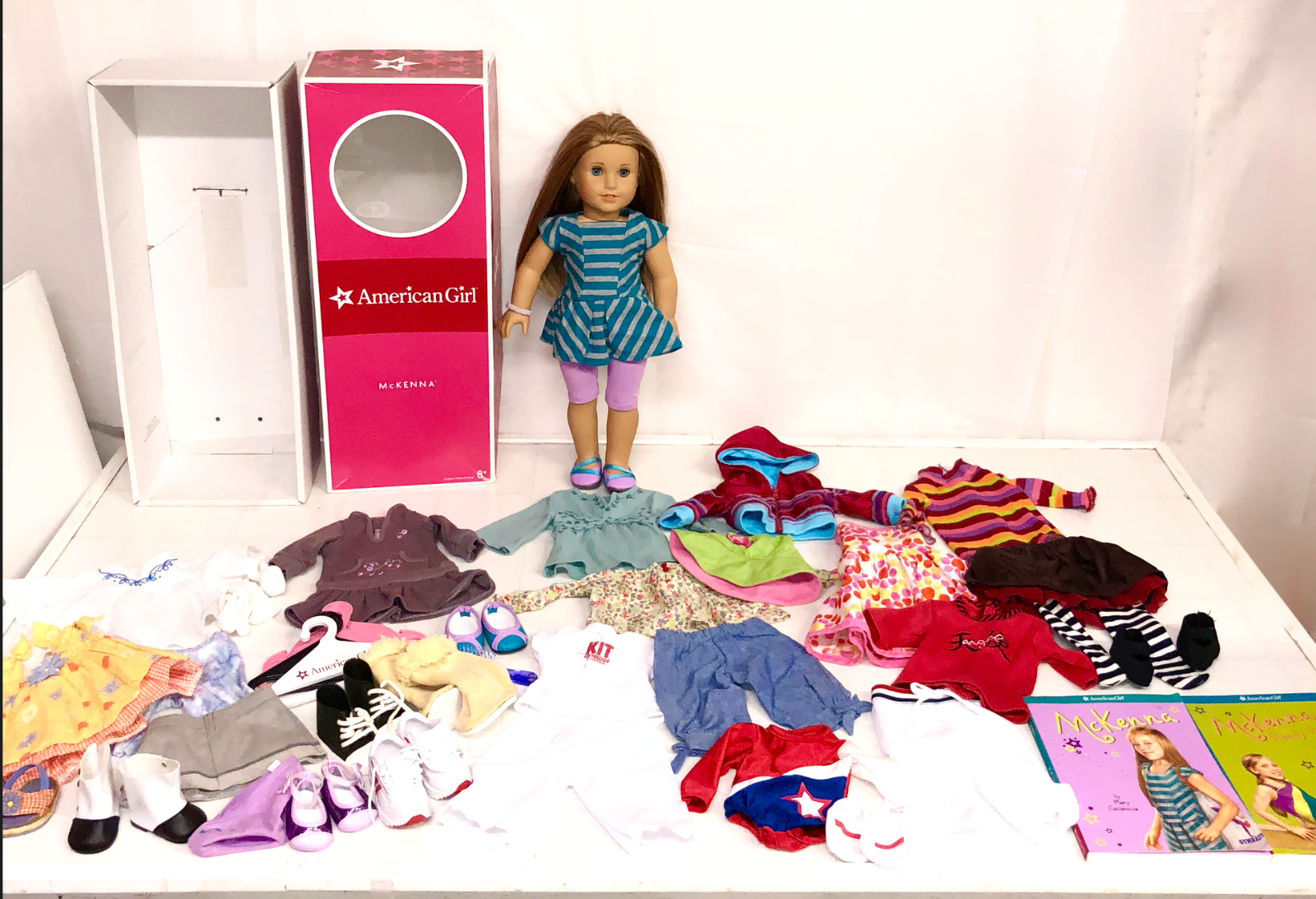 American Girl Doll McKenna Lot Outfits  Accessories schuhe Box Books Please Read