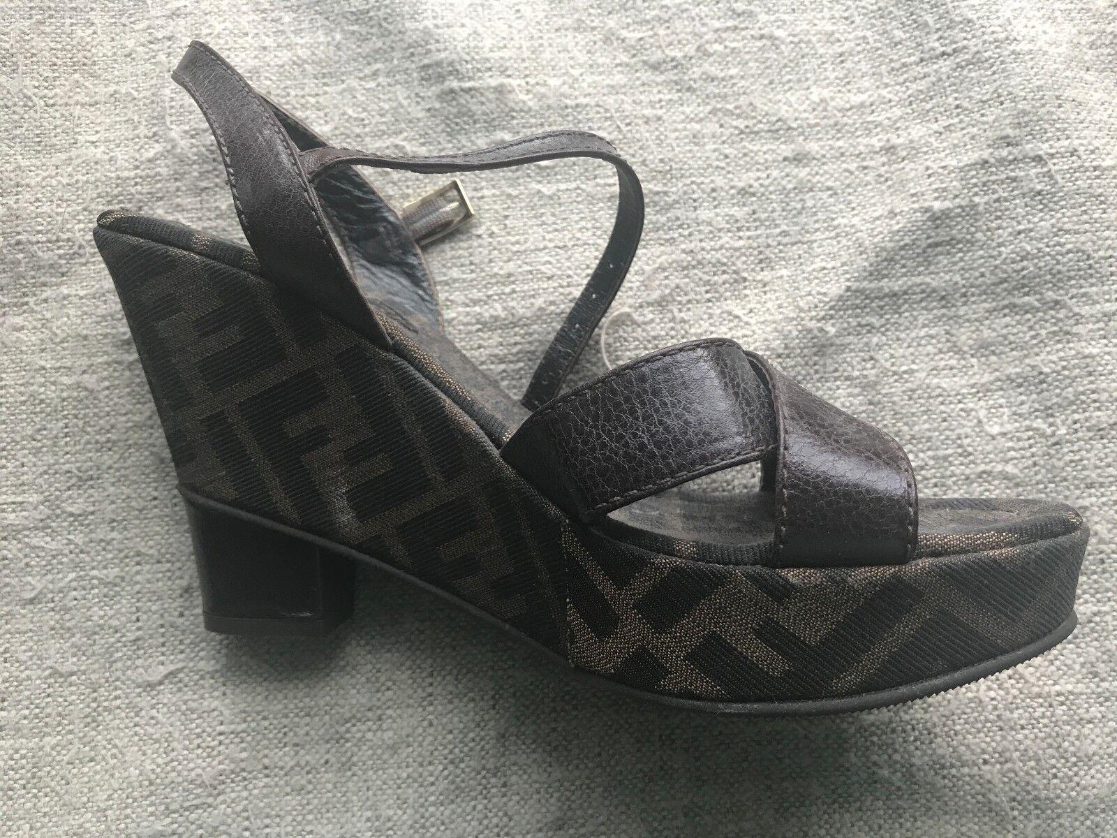Brand Nuovo con Box  Autentico Fendi Wedge Sandals   Dimensione 38  Acquistato a Saks  nessun minimo