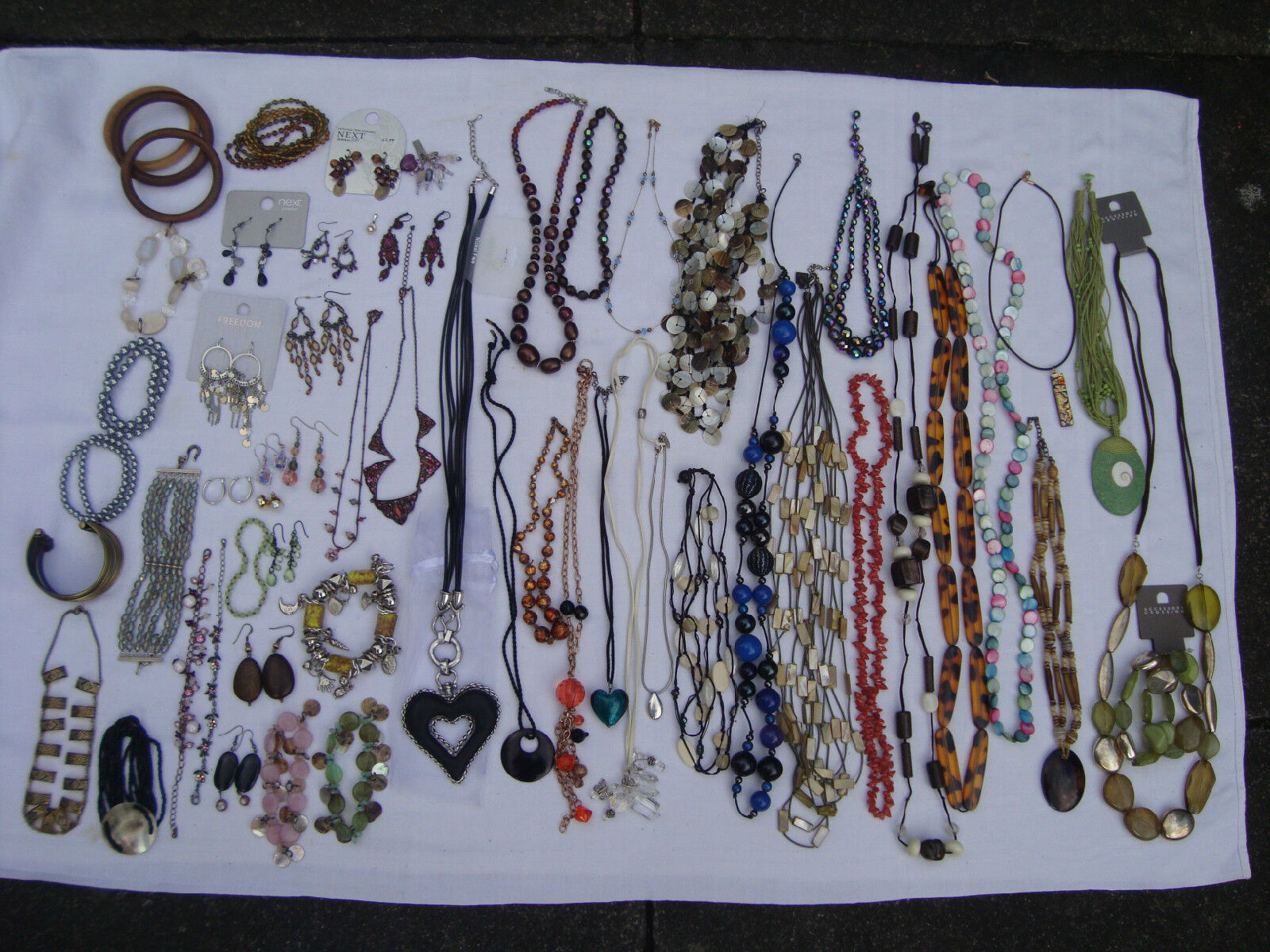 LARGE QUANTITY OF CONTEMPORARY  JEWELLERY