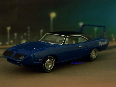 70 1970 PLYMOUTH ROAD RUNNER SUPERBIRD 1/64 SCALE COLLECTIBLE MODEL - DIORAMA