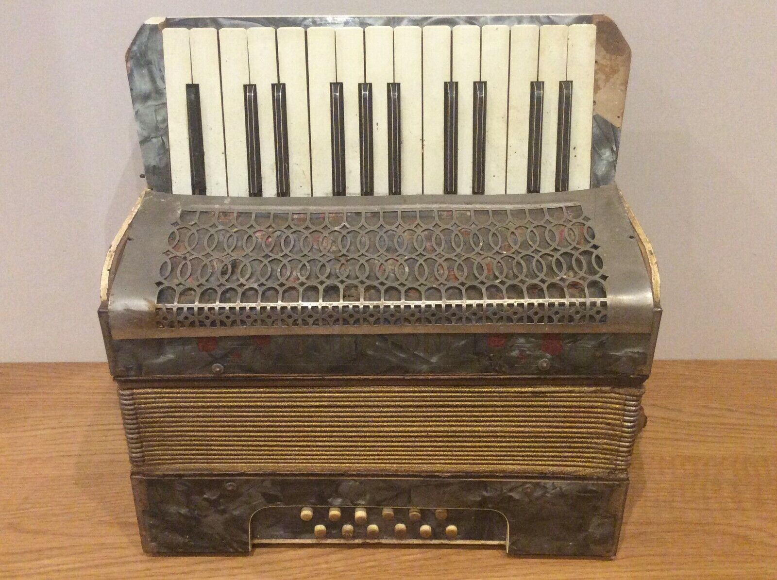 Vintage Accordian Sold As Seen Please see the Pictures Available Worldwide