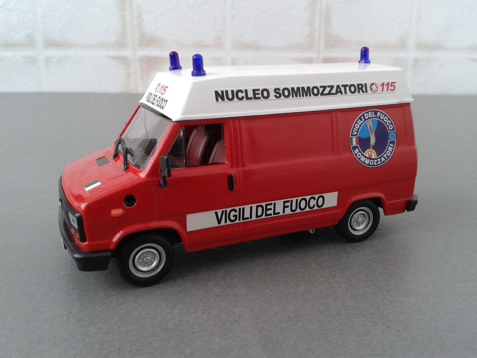 VIGILI DEL FUOCO -POMPIERI -FIRE ENGINE- ALFA ROMEO AR6 SOMMOZZATORI  1 43
