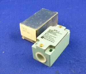 Telemecanique-Position-Switch-New-ZCKJ1-Zck-J1-64610-Xck-J
