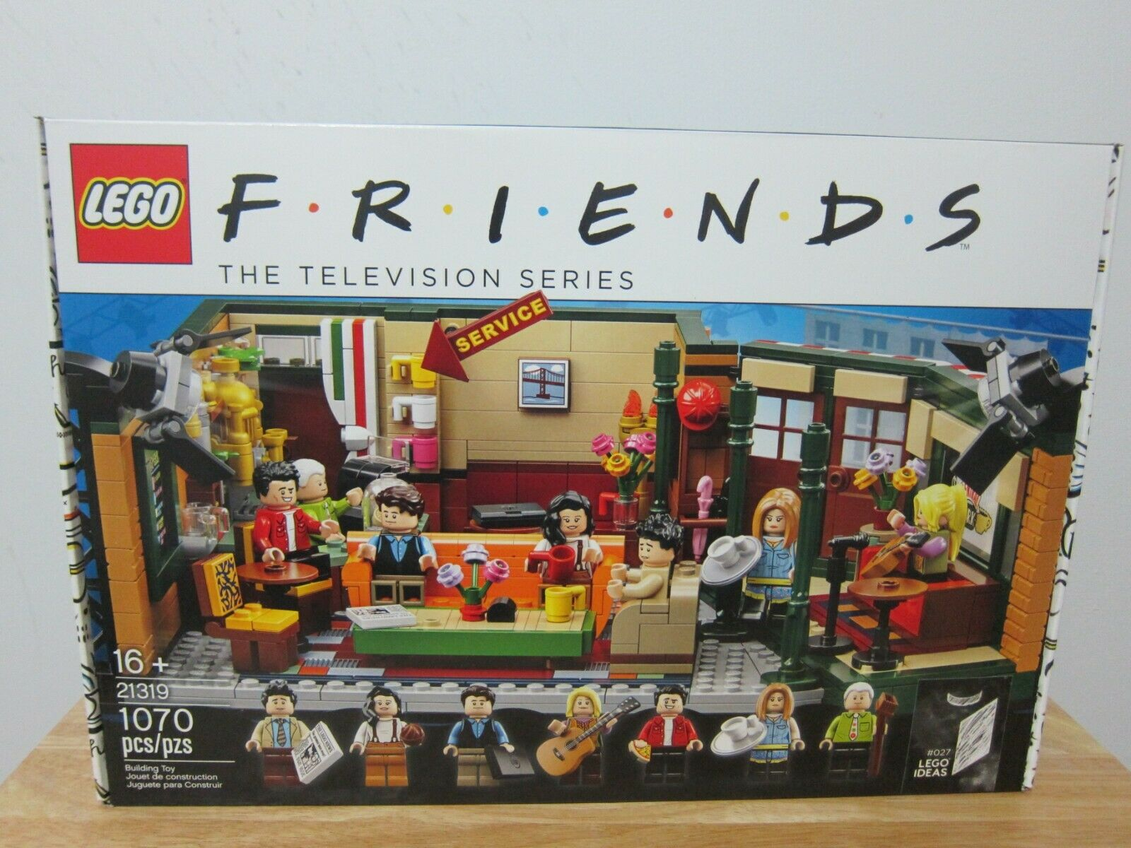 LEGO Friends Central Perk 21319 Brand New in Hand FREE SHIPPING