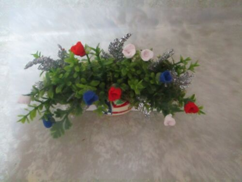 "Miniature Shadowbox//Doll Display 3/"" 4th of July Planter box//THE BIG APPLE design"