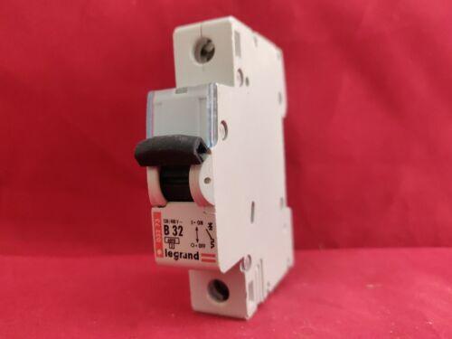 Legrand 03273 32 A 32AMP B Type B32 Simple Pôle SP 1P Disjoncteur Fusible Interrupteur