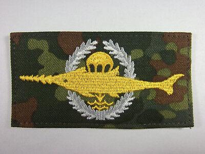 Bundeswehr Tätigkeitsabzeichen Sanitätspersonal schwarz auf flecktarn mgest.TTA