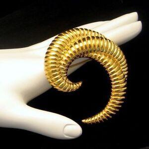 MONET-Vintage-Brooch-Pin-Mid-Century-Modernist-Large-Comma-Ribbed-Gold-Plated