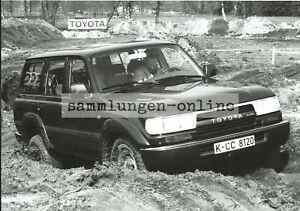 TOYOTA-Land-Cruiser-Gelaendewagen-4x4-Crossstrecke-Pressefoto-Foto-Auto