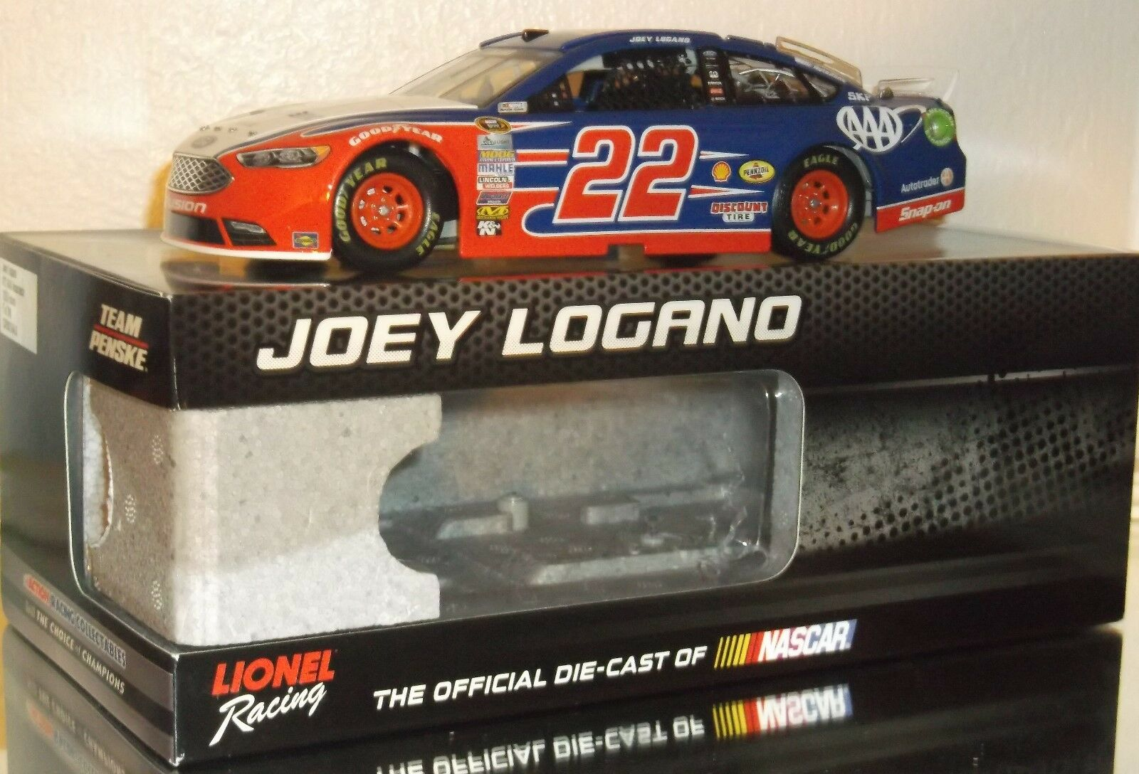 2016 JOEY LOGANO  22 AAA INSURANCE rosso, bianca  & blu 1/24 CAR 326/700 MUST HAVE