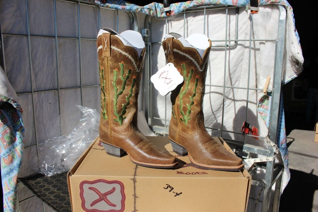 39-10 New Twisted X WOMENS 10B Embroidered cactus western boots was 209.00