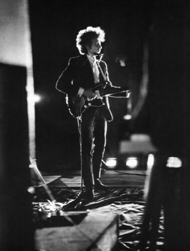 RARE B/&W PHOTO OF BOB DYLAN ON STAGE C.1966 A3 POSTER  REPRINT