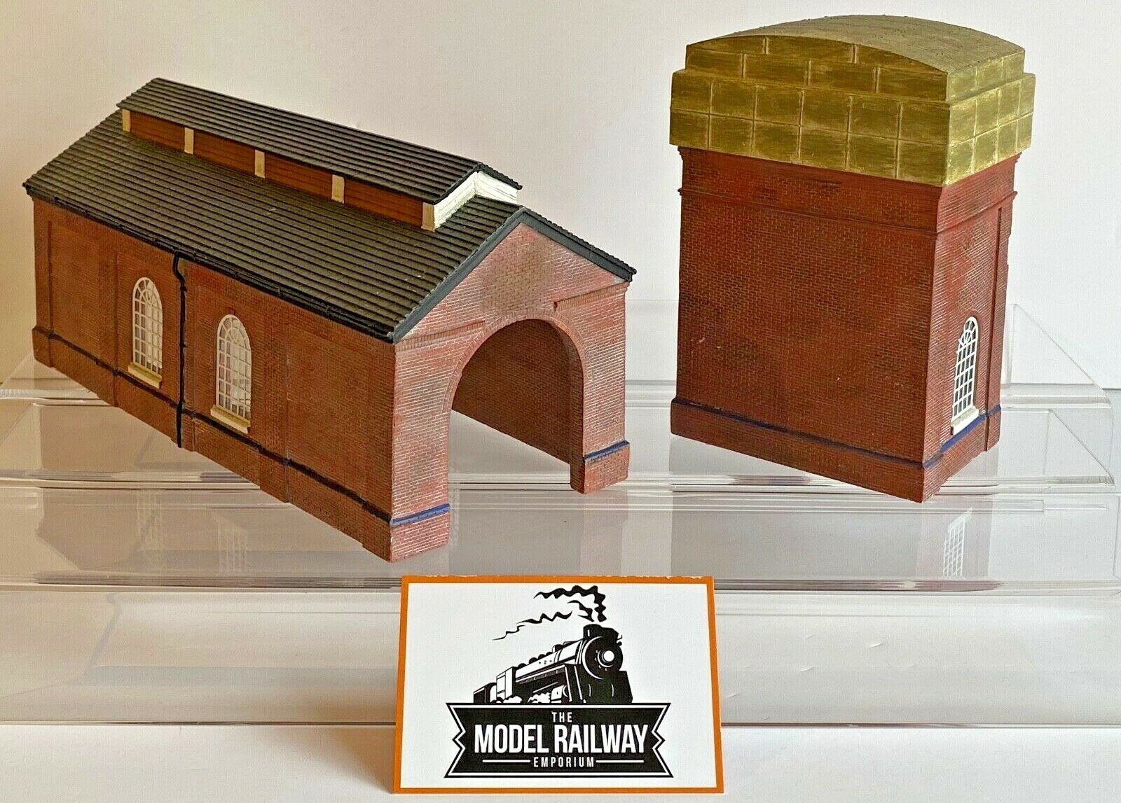 BACHuomoN 00 GAUGE SCENECRAFT  4400744008  rosso BRICK ENGINE SHEDWATER TOWER