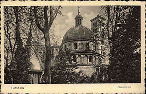 Potsdam-Brandenburg-alte-s-w-Ansichtskarte-1920-30-gelaufen-Partie-am-Mausoleum