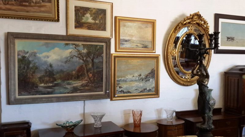 Buy and Sell Antiques Collectables