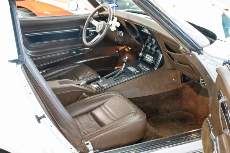 Chevrolet Corvette V8 Stingray - 5
