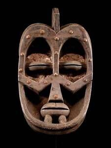 Maske-der-Nyabwa-Elfenbeinkueste-inkl-Sockel