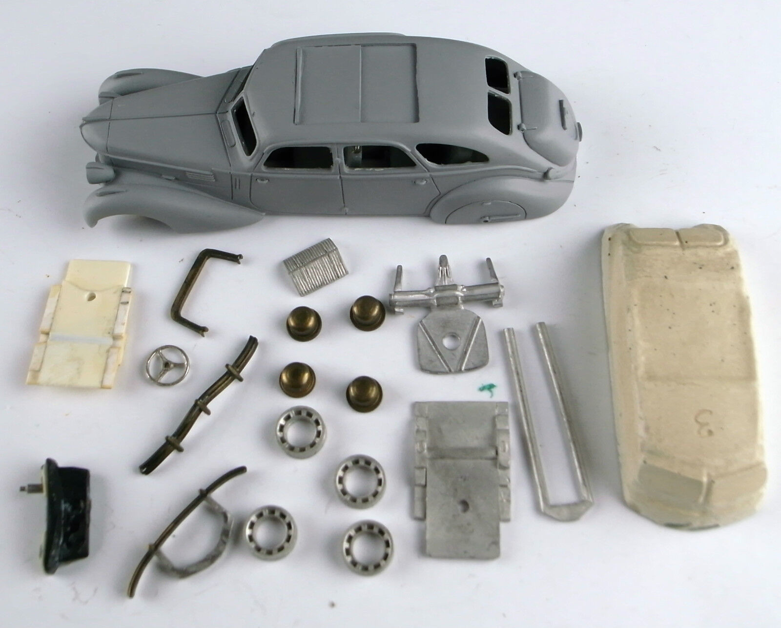 Master-Prototype 1/43e: Epokit: Berliet Dauphine 1939 complet