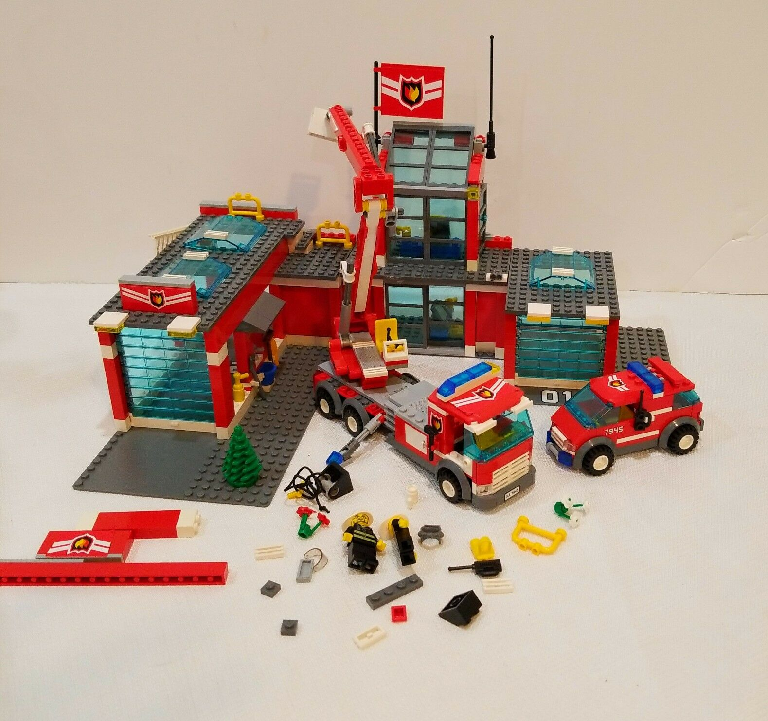 Lego City Fire Station 7945 Ebay