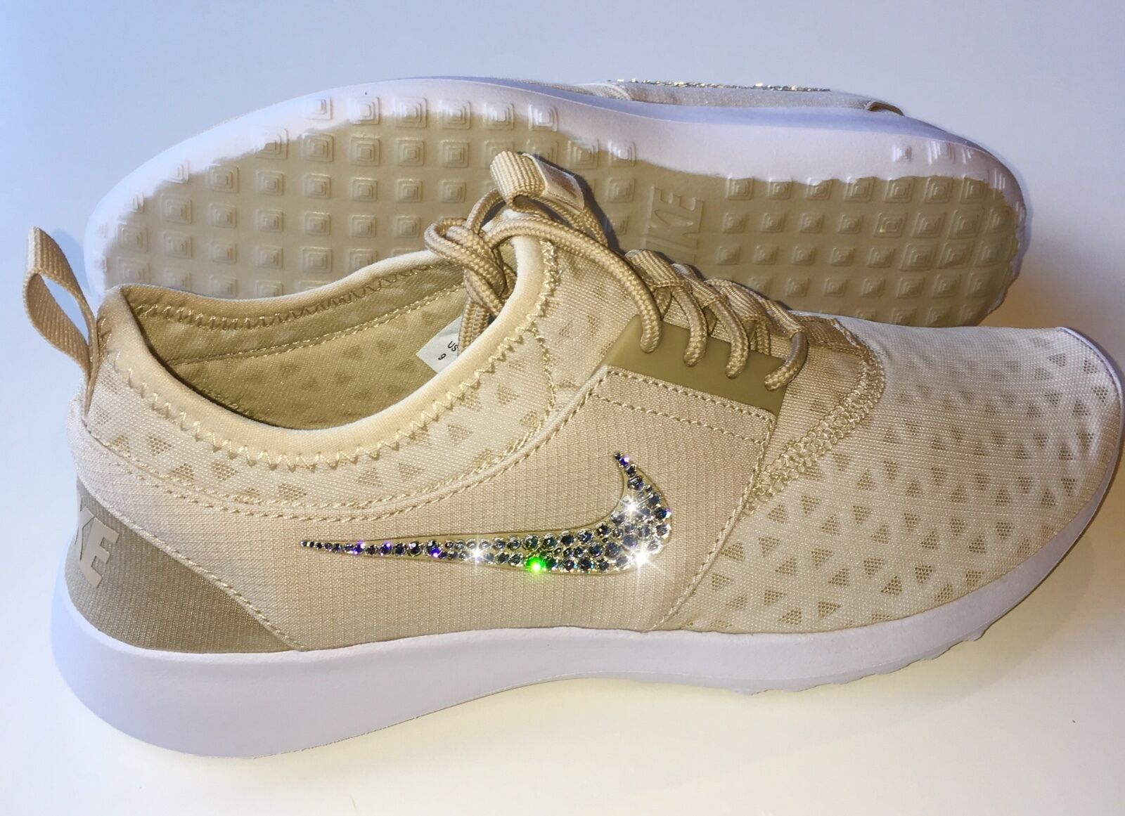 Bling Nike Juvenate chaussures w/ Swarovski Crystals  NUDE w/ Bedazzled Swooshes