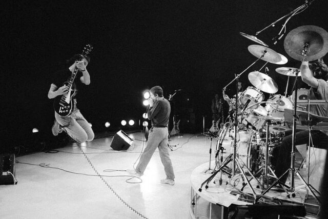 THE WHO IN CONCERT 24X36 POSTER PRINT