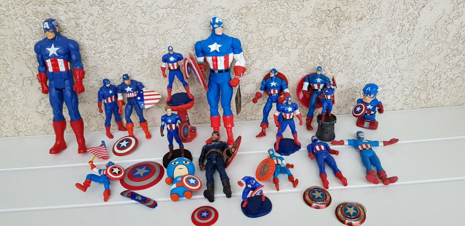 LOT N° 2 FIGURINES CAPTAIN AMERICA