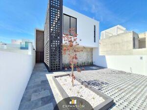 Casa en venta de 3 hab y jardín interior en Residencial Lomas de La Rioja