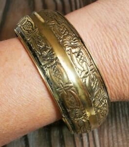Green Leather Cuff Bracelet Stamped Flower Design Wide /& Chunky 1 12 Vintage 1970s