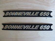 60-4147 TRIUMPH BONNEVILLE 650 BLACK / GOLD SIDE COVER PANEL BADGE DECAL (PR)