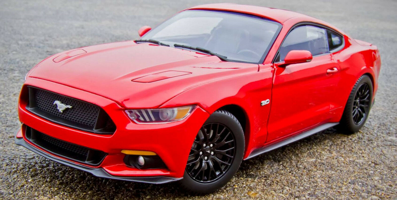 2015 Mustang RED Autoworld 1 18 1040