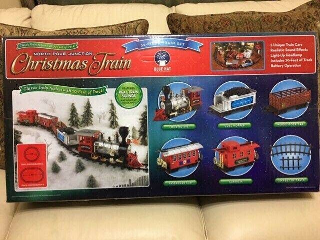Christmas Train Set.Merchsource 2705005 North Pole Junction Christmas Train Set 33