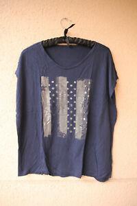 Dunkelblaues-Shirt-mit-silbrig-abstraktem-Motiv-Kurzarm-ca-Gr-XL