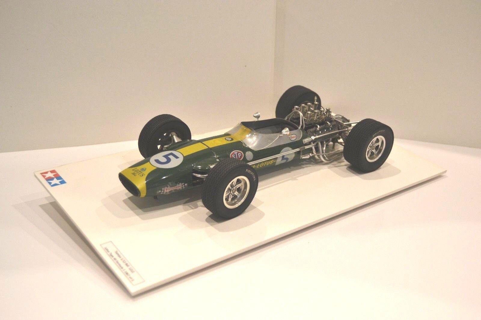 Tamiya 1/12. Lotus 49 1967 Formule 1 nº 5. Réf. 1212. Modèle monté sur socle.