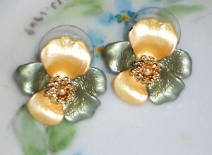#100Q Vintage Flower Enamel Gold plated Back Posts Enameled Pierced