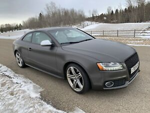 2009 Audi S5 4.2 5 speed mint condition