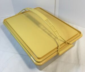 Vintage-Tupperware-Rectangle-Cake-Cupcake-Carrier-622-2-Harvest-Gold-Tight-Seal