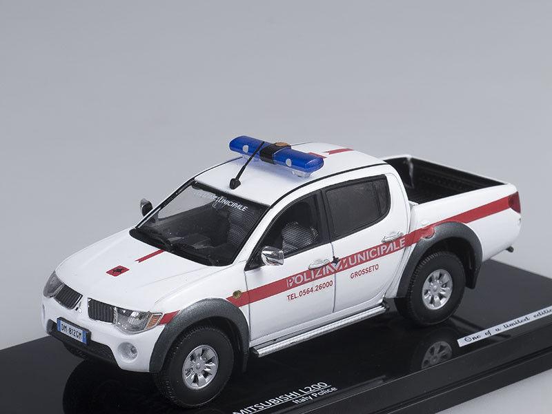 1 43 Scale model Mitsubishi L200  Police