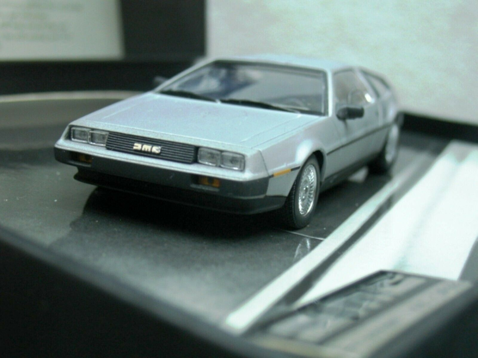 WOW EXTREMELY RARE DeLorean DMC-12 1981 Aluminium Finsh Gift Box 1 43 Minichamps