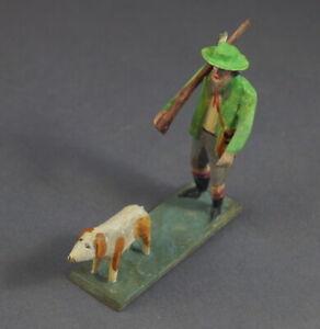 Grulicher-Krippenfigur-Jaeger-mit-Hund-7-5-cm-Holz-geschnitzt-10803