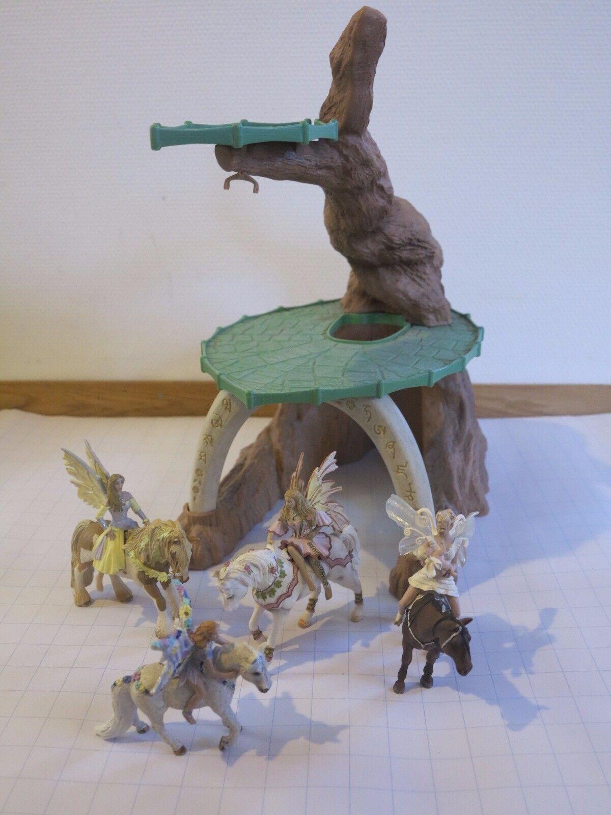 Elfenhaus mit vier Elfen und vier Pferden wie neu 40x40x25cm