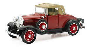 Chevrolet-1931-Chevy-Sport-Cabriolet-1-3-2-Von-NewRay-Die-Cast-Model
