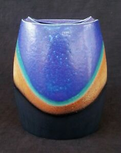 Vintage-art-pottery-Blue-vase-7-5-inches
