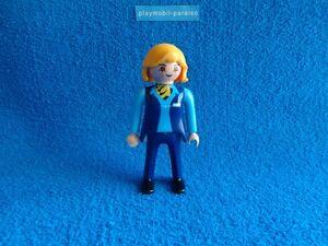Playmobil-Azafata-de-aerolineas-Fligght-attendant-stewardess-Flugbegleiterin