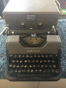Vintage Underwood Universal Portable Typewrite with Original Case H2305213 USA