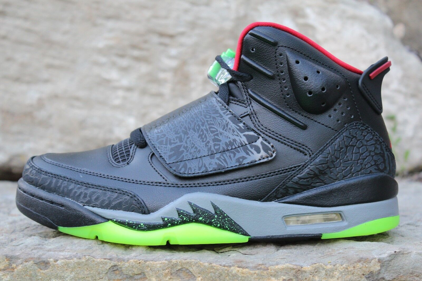 17 Nike Son of Mars  Marvin the Martian  shoes Sizes 8 9.5 10 512245 006